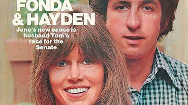 Gwiazda Hollywood Jane Fonda i lider amerykańskiej kontestacji lat 60. i 70. Tom Hayden na okładce tygodnika 'People'. Byli jedną z najgorętszych par USA, choć nie zaliczali się do celebrytów. Połączył ich sprzeciw wobec wojny w Wietnamie. Dla konserwatywnej części opinii publicznej Fonda i Hayden symbolizowali zdradę amerykańskich ideałów. Dziś ich poglądy wpisują się w liberalny mainstream.