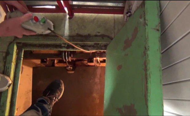 Winda ukryta pod wycieraczk�, a w piwnicy uprawa marihuany [FILM]