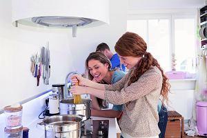 Wspólne gotowanie. Kuchnia idealna do gotowania i na przyjęcia