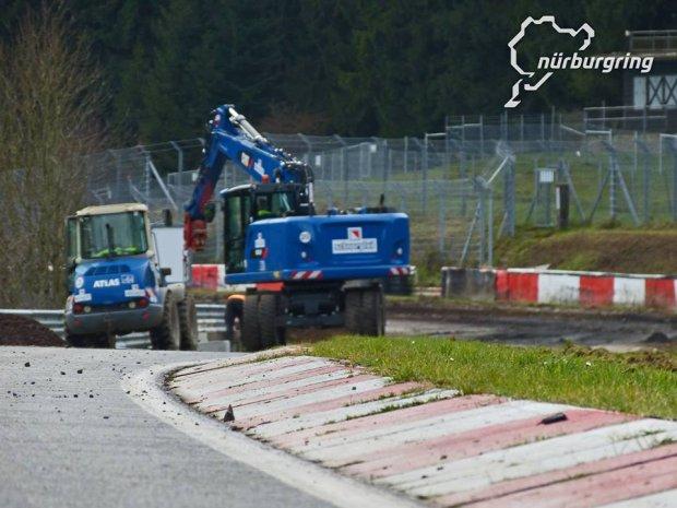 Nurburgring   �atanie dziur na Nordschleife