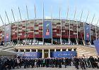 """Na Stadionie Narodowym wystawa """"Polska w NATO"""". Wygumkowany Geremek, Komorowski"""