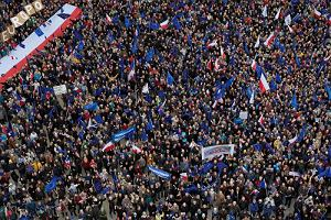 Polska może być europejska albo moskiewska Tłumy za Europą na ulicach Warszawy