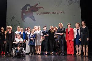 Wręczenie nagród, koncert Natalii Przybysz, urodzinowy tort, wspólne pozowanie - Superbohaterka 2016 [GALERIA]