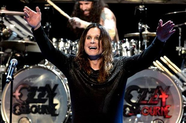 Pamiętacie występ Justina Biebera w Lip Sync Battle? Na potrzeby show wokalista wcielił się w postać legendy rocka Ozzy'ego Osbourne'a. Z niesamowitym efektem.