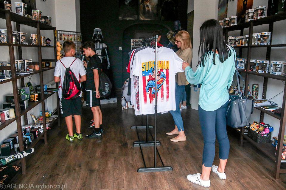 2491430c74be74 Pierwszy sklep popkulturowy w mieście. Dla fanów gier i filmów - zdjęcie nr  17