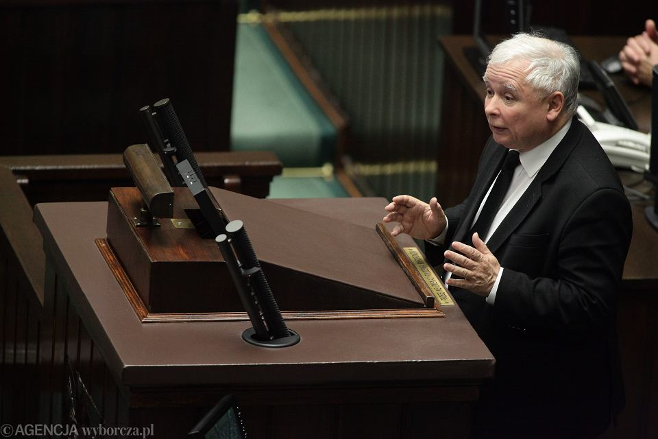 Kaczyński w gruncie rzeczy jest przeciwny zmianie ustawy antyaborcyjnej i dawał temu wyraz w przeszłości. Dziś kluczy, by fundamentaliści uwierzyli w jego rzekomą przemianę