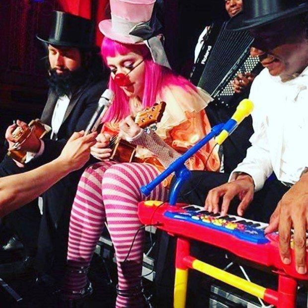 Madonna zdementowała plotki dotyczące jej zachowania na scenie podczas koncertu w Melbourne. Twierdzi, że nie występowała pod wpływem alkoholu ani narkotyków.