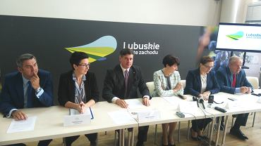 Konferencja lubuskich parlamentarzystów. Od lewej: Waldemar Sługocki, Katarzyna Osos, Paweł Pudłowski, marszałek Elżbieta Polak, Katarzyna Sibińska i Władysław Komarnicki.