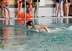 Pływanie tylko po zmroku. Otworzą nam <strong>baseny</strong> przedpołudniami?