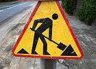 """Drogowcy remontują """"16"""", a tiry chodnik niszczą"""