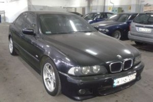Prezydenckie BMW na sprzeda�