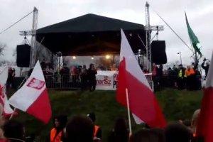 """""""Jesteście wielką armią kościoła i Polski!"""". Na wiecu islamiści porównani do Armii Czerwonej w 1944  roku"""