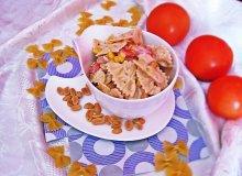 Farfalle z łososiem, orzeszkami ziemnymi i mascarpone - ugotuj