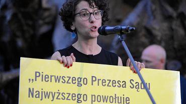 Dyrektorka Amnesty International w Polsce Draginja Nadazdin podczas demonstracji w obronie Sądu Najwyższego. Warszawa, 4 lipca 2018