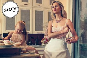 Matka, �ona i... kucharka. Czy Karolina Kurkova spe�nia si� w roli perfekcyjnej pani domu?