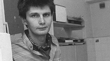 WARSZAWA 1989. Jedno z pierwszych zdjęć Krzysztofa w redakcji 'Wyborczej', jeszcze na ul. Iwickiej
