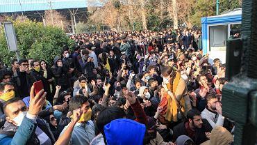 Antyrządowe demonstracje na ulicach Teheranu.