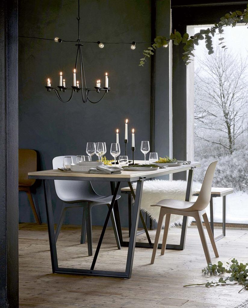 MAŁE JEST PIĘKNE. W specjalnej świątecznej ofercie marki IKEA pojawił się niewielki stół Vassad z blatem w jesionowej okleinie. Zmieści do czterech osób. Praktyczny blat na metalowej bazie do złudzenia przypomina drewno, jest praktyczny, łatwy do utrzymania w czystości. ikea.com/pl