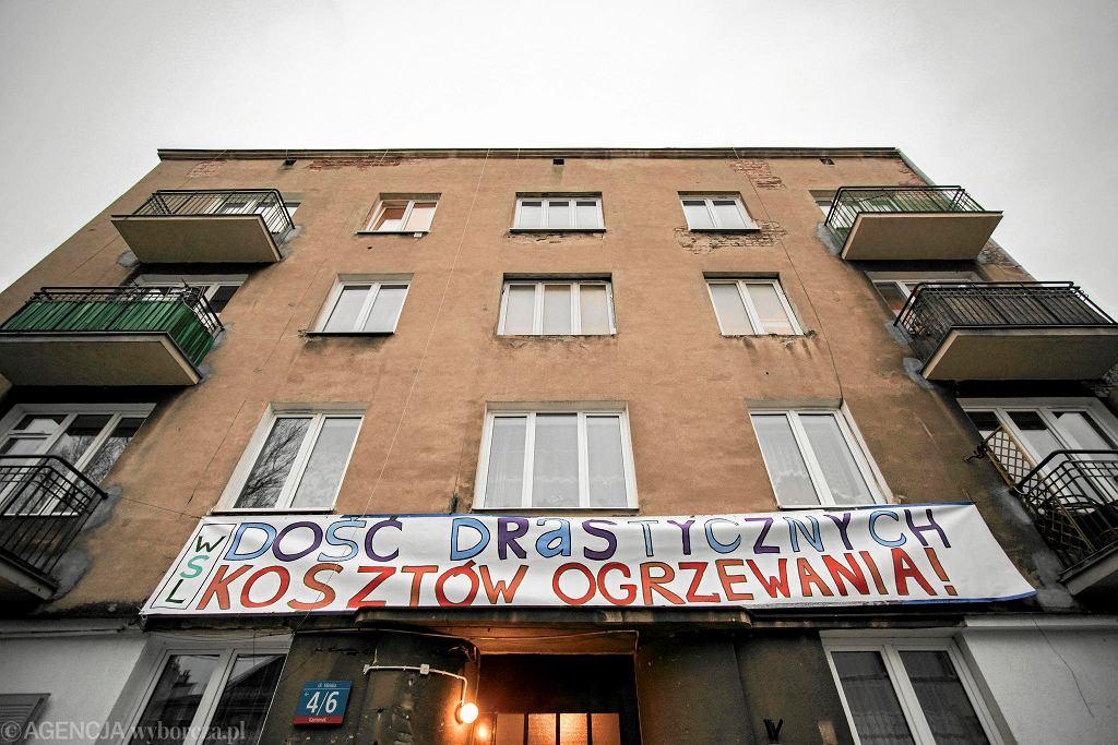 Protest z 8 stycznia 2018 r. - lokatorzy kamienicy przy Mińskiej 33 żądają od burmistrza Pragi Południe założenia centralnego ogrzewania