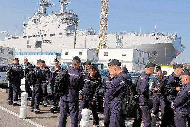 Rosyjscy marynarze w drodze na pok�ad okr�tu W�adywostok