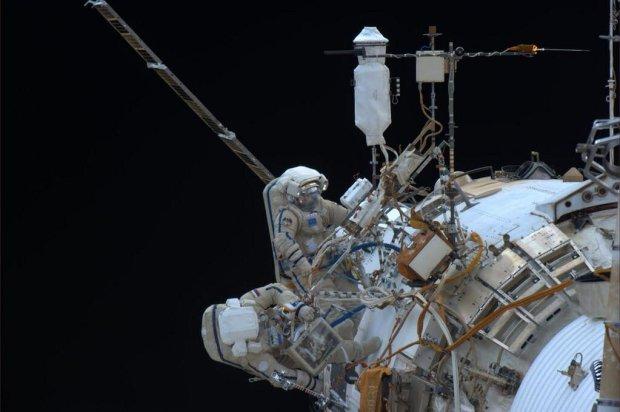 Rosjanie ustanowili rekord d�ugo�ci spaceru w otwartej przestrzeni kosmicznej