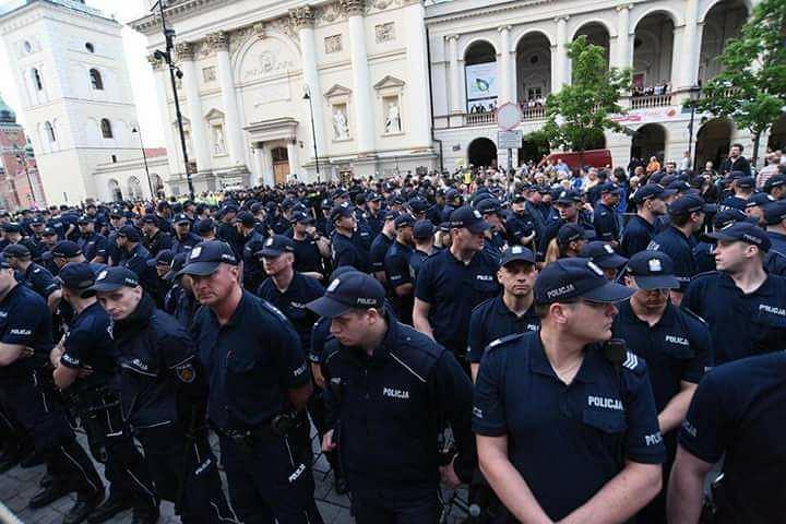 Łódzcy policjanci coraz bardziej zaangażowani w miesięcznice smoleńskie. W policji wrze