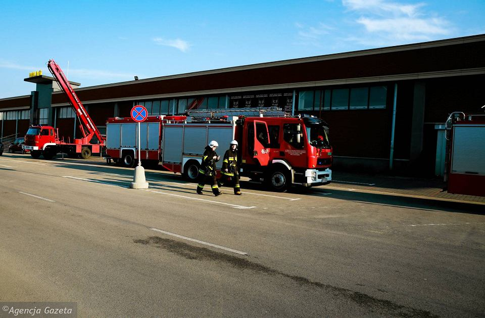 387471d57821b Zdjęcie numer 15 w galerii - Pożar w CH Ptak. 20 zastępów straży pożarnej w
