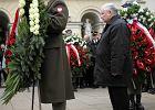 Pół rządu złożyło kwiaty przed głazem Lecha Kaczyńskiego w 14. rocznicę objęcia przez niego prezydentury stolicy