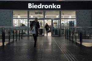 Zakaz handlu w niedziele, ale Biedronka otworzy sklepy na dworcach. I wydłuża godziny otwarcia w piątki i soboty