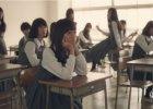 Nauczyciel wchodzi od klasy pe�nej uczennic, a tam... Intryguj�ca reklama kosmetyk�w Shiseido mo�e was bardzo zaskoczy� [WIDEO]