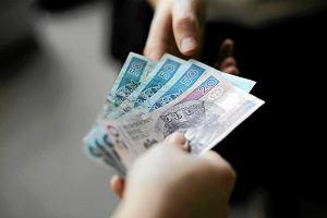 Od stycznia uro�nie minimalne wynagrodzenie. Wiesz, jak zmienia�o si� przez ostatnie 12 lat? Sprawdzamy