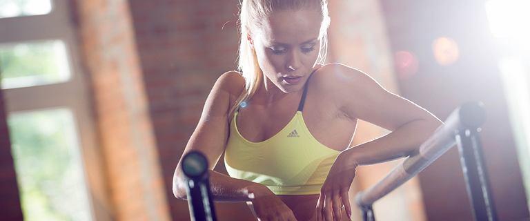 Ćwiczenia stabilizacyjne na płaski brzuch z Anią Skurą (Whatannawears)