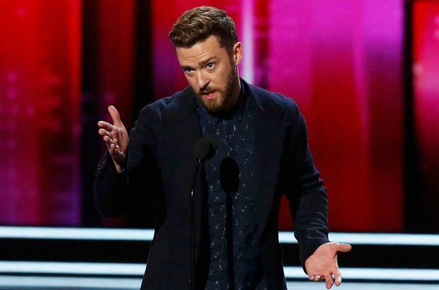 Justin Timberlake podczas gali People's Choice Awards miał wyjątkowo dobry humor. Nic dziwnego - odebrał aż dwie statuetki!