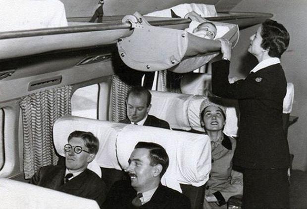 Podniebny hamak - tak dzieci podróżowały samolotami ponad 60 lat temu [ZDJĘCIA]