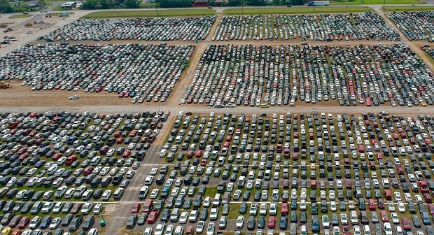 Ponad 40 tys. aut zniszczonych przez huragan. Trafią do Europy?
