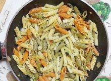 Mini penne z ��t� fasolk� szparagow� i cukini� w zio�ach - ugotuj