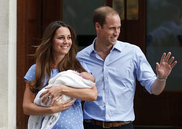 �wiat zobaczy� syna Kate i Williama. Ksi���ca para uda�a si� do pa�acu