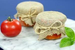 Domowy sos pomidorowy w słoiczku