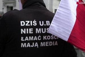 """Nacjonalistyczna manifestacja podczas pogrzebu """"Łupaszki"""" [WIDEOREPORTAŻ]"""