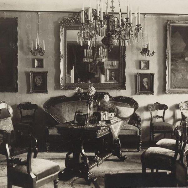 Zajrzeli�my do warszawskich mieszka� z XIX w. I si� zachwycili�my: wystrój, �wiece - zobaczcie sami