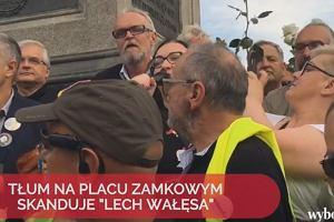 Miesięcznica smoleńska i kontrmanifestacja na Krakowskim Przedmieściu [RELACJA NA ŻYWO]