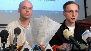Jan Śpiewak i Mateusz Hebda ze stowarzyszenia Wolne Miasto Warszawa podczas konferencji Reset Reprywatyzacji