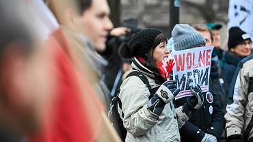 Pod pomnikiem Jana II Sobieskiego w niedzielę zebrało się kilkadziesiąt osób.