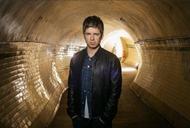 Noel Gallagher był gościem Jamesa Cordena podczas poniedziałkowego odcinka The Late Late Show. Przekonaj się, co były gitarzysta Oasis myśli o One Direction oraz jak wyglądał moment rozpadu Oasis.