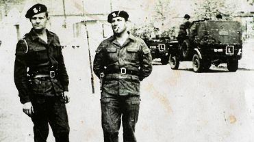 Operacja Dunaj, 1968 rok. Po lewej Jan Stachow, po prawej dowódca, major Władysław Kaczmarek