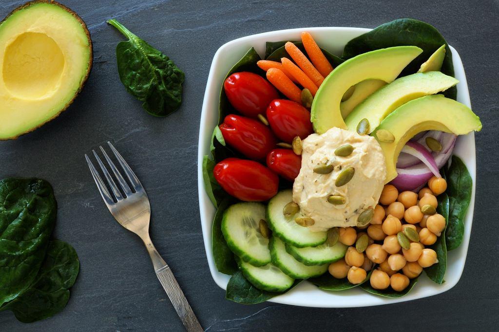 Zdrowy obiad - warzywa, awokado