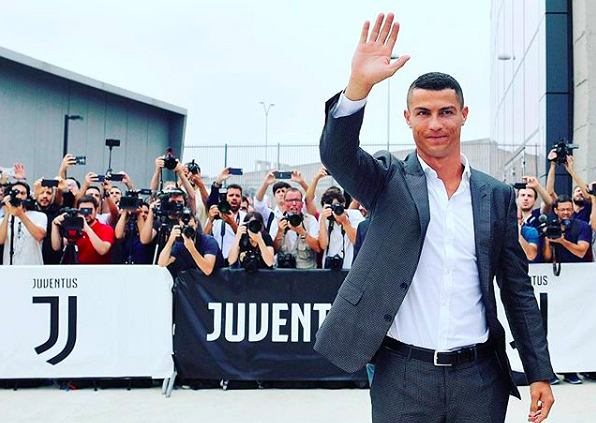 Cristiano Ronaldo witany jak król w Turynie