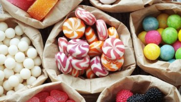 Jedzenie, które na pewno postarza: słodycze