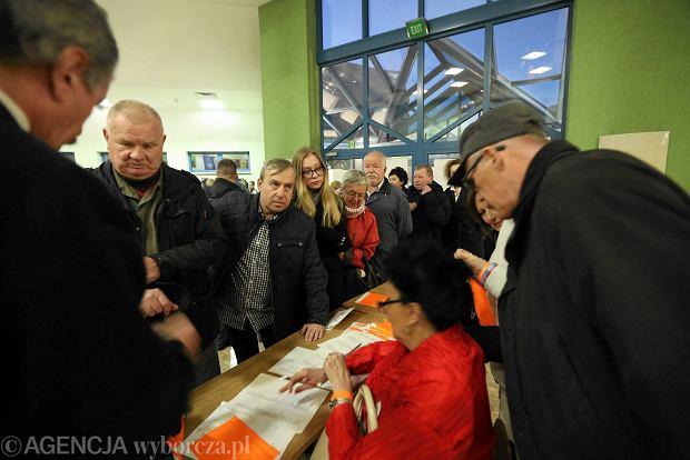 """""""Wyborcza na żywo"""". Koniec spotkania częstochowian z prezydentem Lechem Wałęsą"""