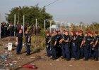 Węgry policja zamknęła przejście graniczne i przestrzeń powietrzną nad Roszke